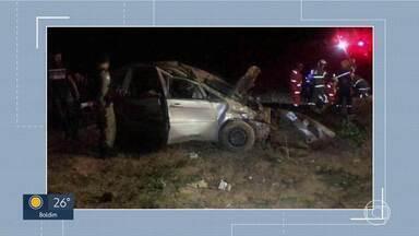 Acidente em Lagoa Santa - Três jovens morreram depois de carro em que eles estavam capotar.