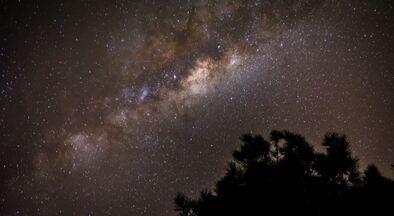 """""""Caçadores de estrelas"""" usam astrofotografia para registrar o céu em detalhes - Lua, estrelas e até meteoros ficam em evidência com fotos feitas pelos """"Star Hunters"""" em pontos altos na região de Campinas (SP)."""