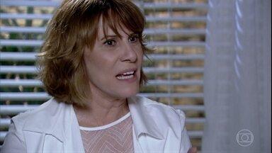 Beatriz ameaça Danielle - A médica avisa que Beatriz não tem direitos sobre Vitória. Danielle diz a Glória que vai começar a preparar sua defesa