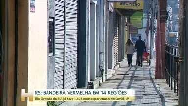 Região Sul está com alta na média móvel de mortes por Covid-19 - No Rio Grande do Sul, 14 regiões do estado têm alto risco de contaminação. Santa Catarina chegou à maior taxa de ocupação de leitos público de UTI. E no Paraná, a Secretaria de Saúde suspendeu as cirurgias que não são urgentes.