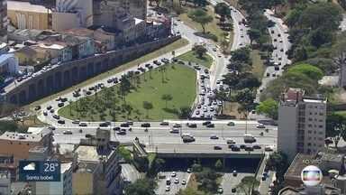 Rodízio fou suspenso na capital durante a terça-feira - Mas tráfego de caminhões continuou com restrições das 17h às 22h.