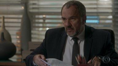Germano confirma que é o pai de Eliza - Carolina convence Germano a contar para Lili sobre a filha bastarda, mas se decepciona ao saber que isso acontecerá só depois da final