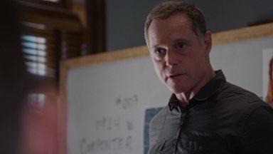 Um Golpe No Queixo - A equipe investiga uma casa que está associada a inúmeras gangues. Os resultados da operação afetam o policial Rusek que é encorajado a fazer terapia.