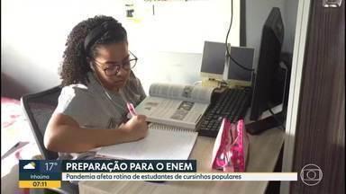 Pandemia afeta rotina de estudantes de cursinhos populares - ENEM está marcado para janeiro do ano que vem.