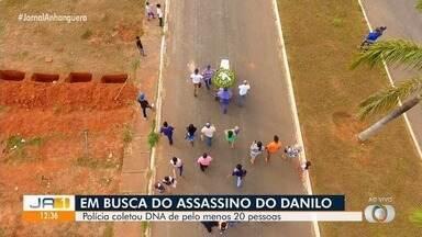 Polícia coleta DNA de pessoas próximas ao menino encontrado morto em lamaçal, em Goiânia - PC tenta encontrar responsáveis pelo crime.