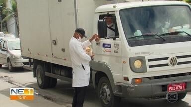 Após ser roubado, vendedor de cocadas recebe ajuda de policiais militares - PMs se solidarizaram com a situação e fizeram vaquinha para ajudar o comerciante.