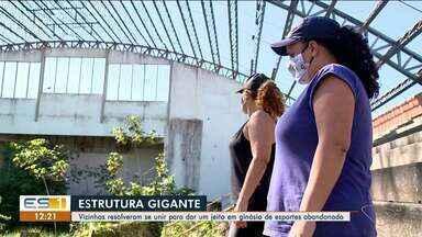 Vizinhos se unem e arrumam ginásio de esportes abandonado em São Mateus, ES - Veja a reportagem.