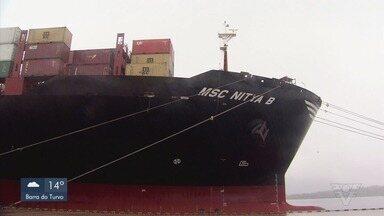 Porto de Santos recebe o maior navio em capacidade de contêiner - Embarcação passou pelo porto e movimentou mais de 13 mil contêineres.