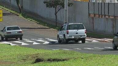 Prefeitura retira chicanas da avenida Otávio Clivati - Motoristas não estavam respeitando a sinalização e novos redutores foram instalados