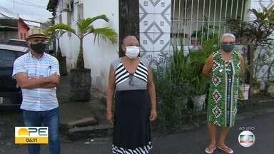 Moradores do Alto do Mandu reclamam de dificuldades para conseguir pegar ônibus - Falta de água é outro problema que causa transtornos a quem vive nessa localidade da Zona Norte do Recife.
