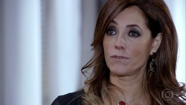 Tereza Cristina destrata Beto na coletiva - Ela discute com o jornalista na frente de toda a imprensa e dá por encerrada a entrevista