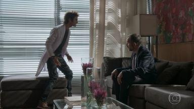 Fabinho se choca ao saber que Eliza é sua irmã - Germano diz que foi inconsequente ao ter um caso com a babá e pede que o filho não hostilize Eliza