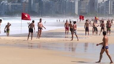 Desrespeito às medidas contra Covid-19 é registrado em cidades por todo o país - Domingo de sol levou muita gente para as praias no Rio de Janeiro e em Fortaleza. Em São Paulo, o movimento em bares foi grande.