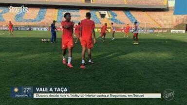 Guarani disputa o título do Troféu do Interior nesta terça e Ricardinho deixa a equipe - Jogo acontece às 20h, na Arena Barueri. Saída do volante ocorre devido à falta de oportunidades no Bugre.