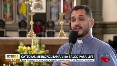 Padre faz show para arrecadar doações para 6 mil famílias do ES - Assista a seguir.