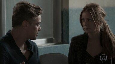 Eliza decide ficar em Campo Claro para apoiar a mãe - undefined