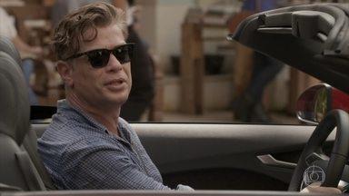 Arthur chega ao Rio e encontra com Carol - undefined