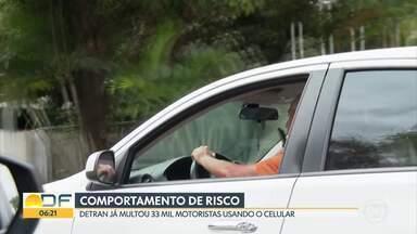 Risco ao volante - Mais de 33 mil motoristas no DF foram flagrados usando o celular enquanto dirigiam.