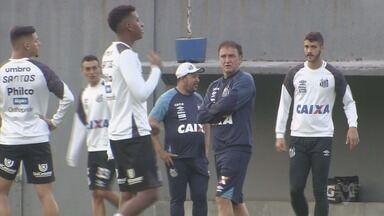 Santos anuncia novo treinador - Cuca assinou contrato com o clube até março do ano que vem