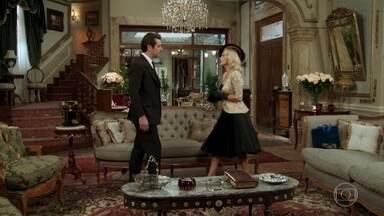 Sandra se surpreende ao encontrar Araújo na mansão - Araújo cobra explicações sobre as atitudes de Sandra