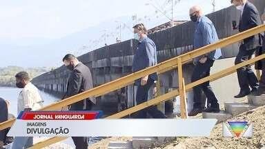 Presidente Jair Bolsonaro faz escala em São José dos Campos - Ele parou na cidade para trocar de aeronave durante agenda presidencial no litoral sul paulista