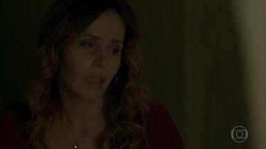 Gilda decide ir morar com Eliza - Triste, a cozinheira pensa em Dino