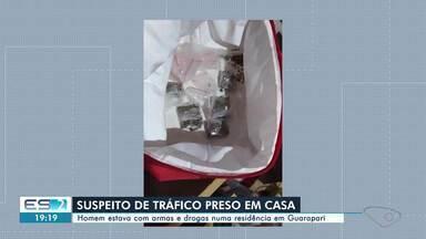 Suspeito de tráfico é preso com armas e drogas em Guarapari, ES - Confira na reportagem.