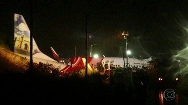 Mais de 170 pessoas sobrevivem a acidente durante pouso de avião na Índia - O Boeing 737 com 190 pessoas saiu da pista depois de pousar e se partiu em dois. Dezessete pessoas morreram, incluindo os dois pilotos. O avião levava indianos que estavam sendo repatriados por causa da pandemia.