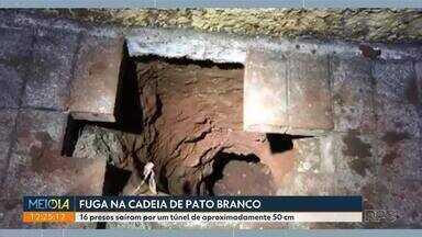 Presos fazem túnel e fogem da cadeia de Pato Branco - 16 presos saíram por um túnel de aproximadamente 50 cm.