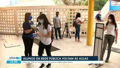 Alunos da rede pública voltam às aulas em Manaus - Mais de 100 mil estudantes do ensino médio retornaram