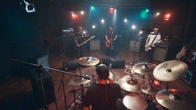 Raimundos - Grandes bandas do rock e do pop nacional ensaiam num estúdio com China e Jimmy London. Com performances e histórias surpreendentes, nesse episódio, é a vez dos Raimundos.