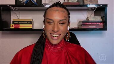 'Já segurei muito xixi', diz Linn da Quebrada sobre transfobia em banheiros públicos - Cantora é a entrevistada do 'Conversa' de segunda, 10/8