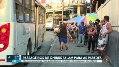 Passageiros enfrentam falta de ônibus e intervalos longos na região metropolitana do Rio - Apesar das muitas queixas feitas nas últimas semanas, autoridades e empresas não resolvem o problema. Pessoas que dependem do transporte público passam horas no ponto ou andam a pé.