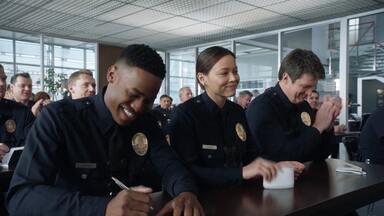 Hawke - Assista ao episódio 1x06 de The Rookie online, legendado e dublado. Nolan precisa capturar seu antigo mentor, um policial agressor, que acaba virando um fugitivo.