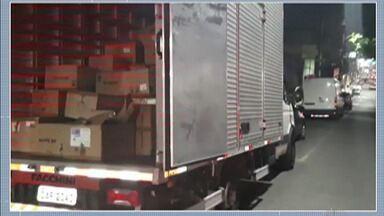 Cinco são presos por suspeita de roubo de carga em Santa Isabel - Caminhão saiu do Brás, na capital, carregado com sapatos e foi abordado na Rodovia Presidente Dutra.