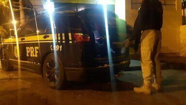 PRF prende duas pessoas nas estradas da região de Londrina - As ocorrências foram na madrugada desta quarta-feira (12).