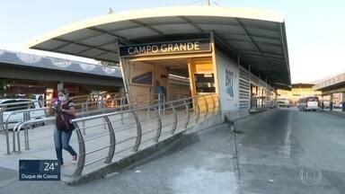 Bairros da Zona Oeste do Rio estão entre os mais prejudicados pelo sumiço dos ônibus - Passageiros reclamam que as linhas de ônibus sumiram ou tiveram a frota reduzida.