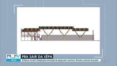 Feirantes reclamam do projeto criado pela Prefeitura de Nova Friburgo para novo espaço - A obra faz parte do pacotão, anunciado pela Prefeitura em fevereiro do ano passado. Assim que for licitada, terá 180 dias pra ficar pronta.