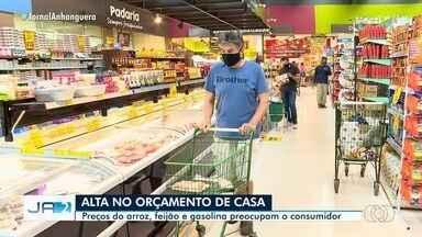 Alta nos preços do arroz, feijão e gasolina preocupam o consumidor em Goiás - Alta no orçamento familiar do goiano.