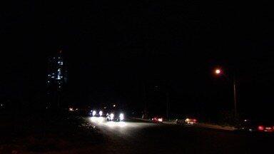 Moradores reclamam de escuridão no Jardim Atlântico, em Goiânia - Parte de uma avenida não tem postes.