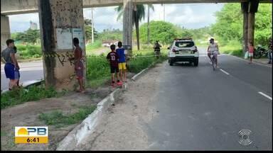 Homem colide moto em poste e morre no local, em João Pessoa - Acidente matou homem