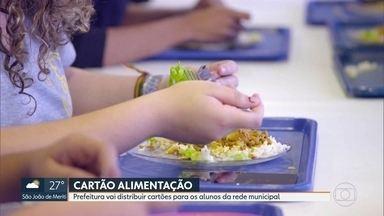 Justiça e prefeitura do Rio entram em acordo sobre cartão alimentação para escolas - Prefeitura vai distribuir cartões para alunos da rede municipal, porém existe impasse sobre quando os pais terão esses cartões em mãos