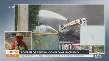 Segue trabalho de combate a incêndio que atingiu contêineres em porto de Manaus - Raio atingiu um lote de contêineres. Mais de 200 mil litros de água já foram utilizados, segundo bombeiros.