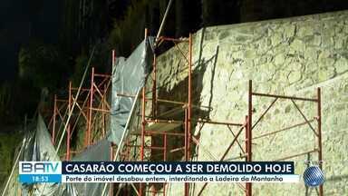 Casarão na Ladeira da Montanha começa a ser interditado nesta quarta-feira - Parte do imóvel desabou na terça-feira (18), interditando a Ladeira da Montanha.