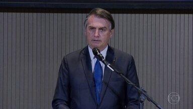 Bolsonaro sanciona, com vetos, lei que flexibiliza ano letivo em 2020 - Para todas as faixas de ensino, não é obrigatório manter o mínimo de 200 dias letivos por causa da pandemia. Educadores criticaram os vetos do presidente à lei.
