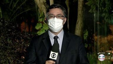 Congresso derruba veto de Bolsonaro sobre uso obrigatório de máscaras - Na noite desta quarta (19), contrariando a ciência, o presidente Jair Bolsonaro disse a apoiadores que eficácia de máscara é 'quase nenhuma'.