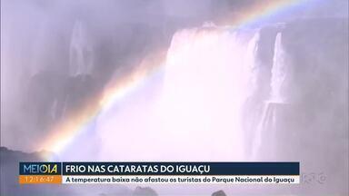 Temperatura baixa não afastou os turistas do Parque Nacional do Iguaçu - Foz do Iguaçu registrou 1,6 grau.