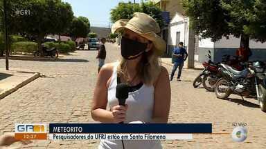 Pesquisadores estão em Santa Filomena para analisar pedaços do meteorito - Os moradores de cidades do Sertão de Pernambuco ficam assustados com pedras que caídas do céu.