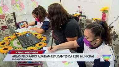 """Escolas em Pindamonhangaba adotam ensino por rádio para reforçar estudos - Projeto """"Escola nas ondas do rádio"""" teve início neste mês"""