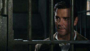 Renascendo das Cinzas - Murdoch, preso, deve provar que é inocente neste episódio de Mistérios do Detetive Murdoch em meio à corrupção da polícia e do governo, ao sequestro de Ogden e ao desaparecimento de Brackenreid.